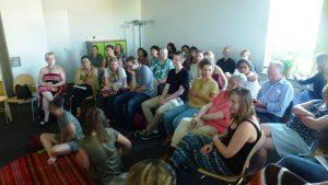 Publikum beim peruanischen Märchenerzähler Wayqui, Juli 2015